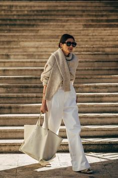 Find and save ideas about street style on Women Outfits. Looks Street Style, Spring Street Style, Looks Style, Street Chic, Paris Street, Street Mall, Street Wear, Street Style Outfits, Mode Outfits