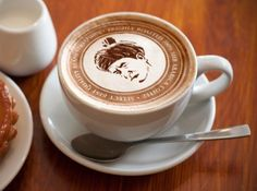 Latte art, in Paris! I bet that coffee is delicious :D Latte Art, Café Latte, I Love Coffee, Coffee Art, Coffee Break, My Coffee, Drink Coffee, Coffee Shop, Thai Coffee
