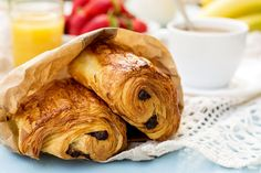Pain au chocolat, un clásico de la pastelería francesa: http://elgour.me/1G2Sb2z #elgourmet #LaComidaNosUne #Recetas