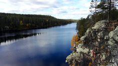 Korouoman rotkolaakson reitin Posiolla. Korouoma sijaitsee Posion kunnassa, noin 100 kilometrin päässä Rovaniemeltä. Korouoman rotkolaaksoon pääsee kolmesta paikasta. Rovaniemen suunnalta lähin aloituspiste on Koivukönkään lähtöportti, Posio... I Want To Travel, Cozy Cabin, Finland, Cabins, To Go, Earth, Mountains, World, Places