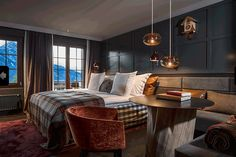 Huus Hotel Gstaad is a luxury design hotel in Saanen, just outside Gstaad. Huus Hotel Gstaad in the Swiss Alps has stylish rooms, several restaurants & a spa. Design Hotel, House Design, Boutique Hotels, Alpine Hotel, Alpine Chalet, Ski Chalet, Chalet Chic, Solarium, Spa Hotel