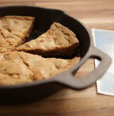 Aprenda essa receita de cookie de frigideira truqueiro!