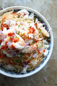 Spicy Crab & Chili Noodles _ Very thin rice noodles (my favorite) & a sour, spicy & salty sauce combined with fresh chives & sweet Dungeness crab meat. Fish Recipes, Seafood Recipes, Asian Recipes, Cooking Recipes, Healthy Recipes, Cooking Games, Potato Recipes, Vegetable Recipes, Vegetarian Recipes