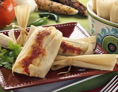 Recipes Mexican Tamales with Maseca® - blended this recipe with cheese and poblano tamale recipe Entree Recipes, Pork Recipes, Cooking Recipes, Mexican Dishes, Mexican Food Recipes, Mexican Tamales, Tamale Recipe, Good Food, Yummy Food