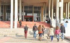Πως έγινε η μοριοδότηση στις Μετεγγραφές Φοιτητών κατά την περσινή χρονιά - Δεν έχει υπάρξει καμιά αλλαγή για φέτος μέχρι στιγμής   Σύμφωνα με τα όσα ορίζονται από τη νομοθεσία για τις Μετεγγραφές Φοιτητών και με την οποία πραγματοποιήθηκαν οι αντίστοιχες μετεγγραφές κατά το προηγούμενο έτος δικαίωμα μετεγγραφής χορηγείται στους αιτούντες κατά φθίνουσα σειρά του συνόλου των μορίων που σωρεύουν από τα κάτωθι κριτήρια:  α) Το κατά κεφαλήν εισόδημα του δικαιούχου εφόσον διαθέτει ίδιο εισόδημα…