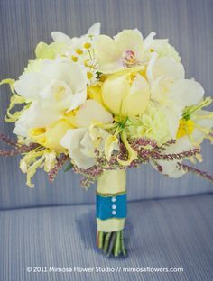 Love the colors of this #bouquet. By Mimosa Flower Studio (http://www.mimosaflowers.com) via Belle the Magazine