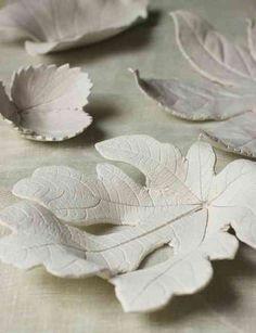 décoration avec feuille d'automne en argile