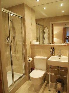 St. Moritz Hotel: Bathroom