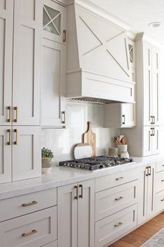 Diy kitchen renovation - Color Trends of 2019 Warm + CreamyBECKI OWENS – Diy kitchen renovation New Kitchen Cabinets, Kitchen Flooring, Kitchen And Bath, Warm Kitchen, Kitchen White, Beige Kitchen Cabinets, Traditional Kitchen Cabinets, Off White Cabinets, Kitchen Cabinet Layout