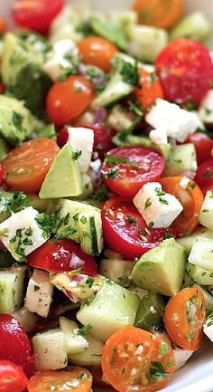 Healthy Meals Tomato-Cucumber-Avocado-Salad made It was so good! I served with grilled shrimp and roasted potatoes - This tomato, cucumber, avocado salad is an easy, flavorful summer salad. It's crunchy, fresh and simple to make. It's a family favorite. Salade Healthy, Healthy Salads, Healthy Treats, Healthy Eating, Healthy Food, Bbq Salads, Camping Salads, Simple Salads, Healthy Appetizers