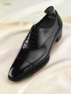 Black Cap Toe Oxford from the Deco Line of Gaziano & Girling - Note the V-Opening that should close upon break-in of the shoes