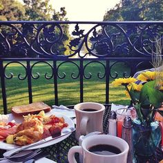 Breakfast on the lawn is pure bliss.