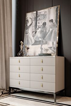 Perfect for those who have an eye on the classics but also enjoy the comforts of modern living. The Italian Art Deco Inspired Designer Lacquered Chest of Drawers to suit both a classic or contemporary interior. A touch of sophistication and opulence, creating the most striking of outlines which is perhaps one of the most recognisable features of Art Deco. Above all providing the most striking of storage solutions. Classic Art Deco inspiration meets timeless glamour.