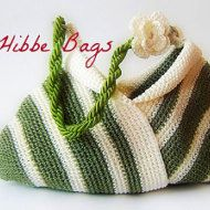 Knit TOTE HANDBAG This bag is so cute and very useful. It is not a very big one but not small either. Has 2 inner beige suede leather pockets for phone and/or agenda , wallet, . It is perfect for both teenagers and adults. H: 40cm W: 43 cm Handles: 22 cm Materials: % 100 acryl ,