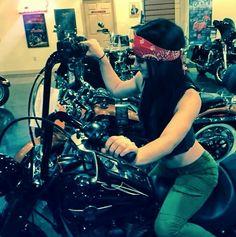 Paige looking to buy a bike on Total Divas Season 4 Episode 9.