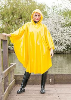 PVC-Plastic-Vinyl-Fetish-Poncho-cape-raincoat-regenmantel-impermeable-rubber