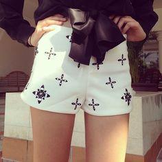 Very beautiful shorts. Hipster Fashion, Cute Fashion, Fashion Beauty, Fashion Outfits, Fasion, Summer Outfits, Cute Outfits, Summer Clothes, Clothing Items