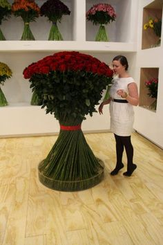 Extreme bouquet of stunning red roses! Beautiful Flower Arrangements, Fresh Flowers, Floral Arrangements, Beautiful Flowers, Ikebana, Flower Farm, My Flower, Arte Floral, Red Roses