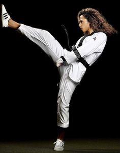 Female Martial Artists, Martial Arts Women, Female Art, Art Women, Madness, Workout, Shoes, Fashion, Woman Art