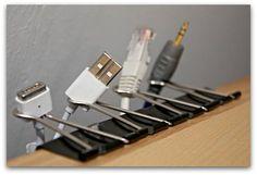 pinces à papier pour tenir les cables de bureau!