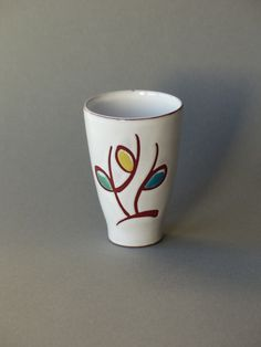 Vintage mini vaas, Nederlands keramiek, zestiger jaren, wit met bloem door PrettyandPreloved op Etsy
