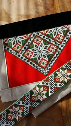 Bilderesultat for sunnhordlandsbunad brystduk Hardanger Embroidery, Beaded Embroidery, Embroidery Stitches, Embroidery Patterns, Modern Embroidery, Peyote Patterns, Cross Stitch Patterns, Finger Weaving, Palestinian Embroidery
