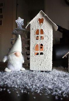 2. luukku: Maitopurkista tuikkutaloksi - Ideatasku Xmas Crafts, Diy And Crafts, Christmas Diy, Merry Christmas, Gingerbread, Bird, Outdoor Decor, Home Decor, Diy Home