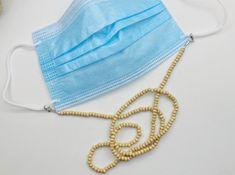 No te pierdas este artículo de mi tienda de #etsy: Cadena mascarilla / madera beis Color Plata, Rebecca Minkoff Mac, Fashion, Color Accents, Wooden Beads, Beige, Lanyards, Chains, Eyeglasses