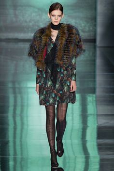 See the complete Nicole Miller Fall 2015 Ready-to-Wear collection.