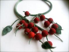 Felt necklace Berries  Handmade Floral necklace  Wool door jurooma, $34,00