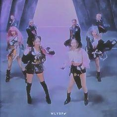 Aesthetic Movies, Aesthetic Videos, Bts Girl, Bts Boys, Kpop Gifs, Blackpink Video, Blackpink Fashion, Anime Films, Blackpink Jennie