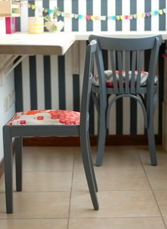 My Fun Time : Dos sillas restauradas! Wood Floor Lamp, Bed With Slide, Study Nook, Diy Headboards, Garden Seating, Bed Sheet Sets, Furniture Outlet, Wishbone Chair, Pattern Wallpaper