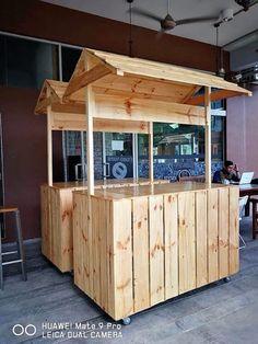 repurposed wood pallet bar Source by joevinup… Wood Pallet Bar, Wood Pallet Furniture, Wooden Pallets, Diy Pallet Projects, Wood Projects, Pallet Ideas, Food Cart Design, Casa Retro, Kiosk Design