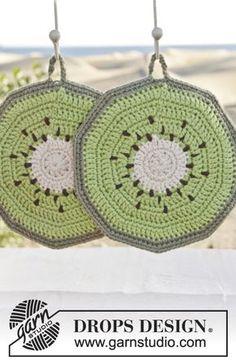"""Taste of Summer - Crochet DROPS kiwi pot holders in """"Paris"""". - Free pattern by DROPS Design Crochet Diy, Crochet Design, Crochet Hot Pads, Crochet Crafts, Crochet Projects, Crochet Potholder Patterns, Crochet Motifs, Crochet Dishcloths, Knitting Patterns Free"""