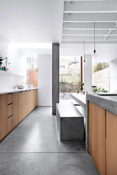 Eierne ønsket seg et kjøkkentilbygg som brøt med den viktorianske boligens ellers så tradisjonelle og fargerike stil. Det fikk de!