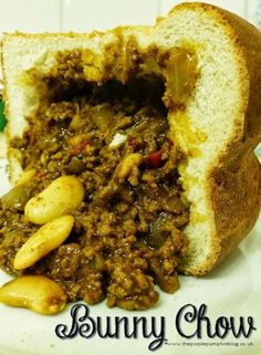 Bunny Chow Recipe - 12 Easy South African Dinner recipes that make the perfect comfort foods. These traditional South African food dishes and side dishes are simply too delicious to miss. South African Bunny Chow, South African Dishes, South African Recipes, Mexican Food Recipes, Dinner Recipes, Africa Recipes, South African Curry Recipe, Indian Recipes, Ethiopian Recipes