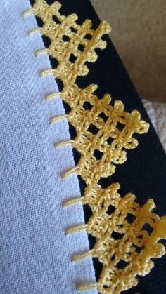 "Bico de croche [   ""Beginning of a triangle scarf Bico de croche"",   ""Crocheted edge"",   ""pixels"",   ""píxeis"" ] # # #Crochet #Knitting #Amigurumi, # #Crochet #Ab, # #Crocheting #Knitting #Craft, # #Crochet #Bordados, # #Picot #Crochet #Edging, # #Crocheted #Edge, # #816 #Píxeis, # #459 #816, # #Triangle #Edging"