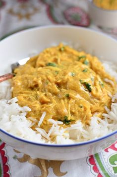 This is for the times when you fancy a curry, but are limited for time. It uses the basic of ingredients and you can even use some leftover cooked chicken. It kind of tastes like a cheats Korma, but by using yoghurt it is much lower in fat. It's no surprise that I enjoy curry...Read More » Chicken Curry Slimming World, Quick Chicken Curry, How To Cook Chicken, Mild Chicken Curry Recipe, Butter Chicken, Healthy Chicken, Slimming World Recipes Syn Free, Slimming World Diet, Slimming Eats