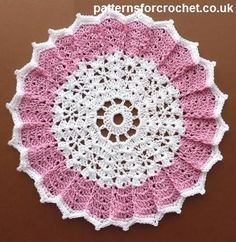 Free crochet pattern for table centre doily http://www.patternsforcrochet.co.uk/doily-usa.html #crochet #freecrochetpatterns #patternsforcrochet