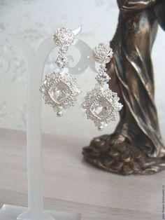 Серьги ручной работы из бисера и кристаллов Swarovski «Белла», авторская работа