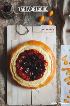 Brioche cake with candied kumquats and blackberries - Tarta brioche con moras y kumquats confitados Sweet Pie, Camembert Cheese, Breakfast Recipes, Biscuits, Baking, Desserts, Food, Beautiful Things, Coffee