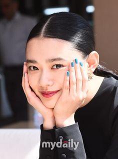 日本の女優杉咲花がアニメーション映画「メアリと魔女の花」で韓国の観客と会う。2014年「思い出のマーニー」に続き、米林宏昌監督と意気投合した。スタジオジブリ出身の監督が設立したスタジオポノックの始ま… - 韓流・韓国芸能ニュースはKstyle