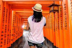 Visita guiada por Fushimi Inari-taisha, el santuario de Kioto de los torii rojos. Visita guiada al mejor precio garantizado. ❤️ Kyoto, Fushimi Inari Taisha, Panama Hat, Tours, Fashion, Red Doors, Moda, La Mode, Fasion