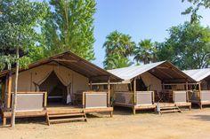 Naar een camping in Spanje, maar dan wel in een sfeervolle tent? Safaritent Mussol op camping La Tordera in Malgrat de Mar is dan misschien iets voor jou!
