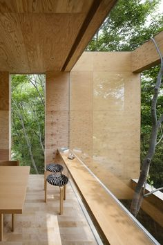 How to design a hanged house inside a rich forest where animals reside?  Find out this ‪#‎architecture‬ project by UID Architects for ‪#‎WoodLovers‬