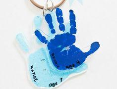 schrumpffolie basteln geschenk-erinnerung-handabdruck-kinder-schlüsselanhänger