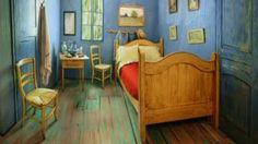 Image copyright                  Courtesy of the Art Institute of Chicago                  Image caption                     La habitación fue recreada en un apartamento moderno de Chicago.   Es un lugar humilde, sin espacio para muchas cosas. Dos modestas sillas de madera, una pequeña mesa de noche, una toalla en un perchero, unos cuadros colgando en las paredes y una cama angosta con dos almohadas. Sin embargo, probablemente sea el cuarto más famoso de