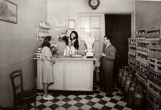 Lleteria Josep Brauguli,1943.Quan tot es venia a granel,mesuredos cubics per la llet,i,balances per la nata