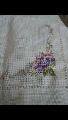 Cross Stitch Art, Cross Stitch Borders, Cross Stitch Flowers, Cross Stitch Designs, Cross Stitch Patterns, Hand Embroidery Stitches, Hand Embroidery Designs, Cross Stitch Embroidery, Palestinian Embroidery