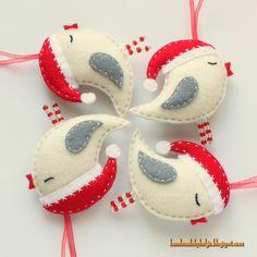 Handmade by Helga: Felt Birds with Santa Hats***